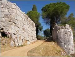 Porta Maggiore entrata all'Antica città di Norba